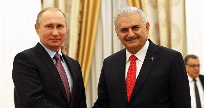Rusya Devlet Başkanı Vladimir Putin, Başbakan Binali Yıldırım'ı kabul etti.