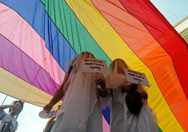 Filipinler'de eşcinsel evliliği savunan aktivistler