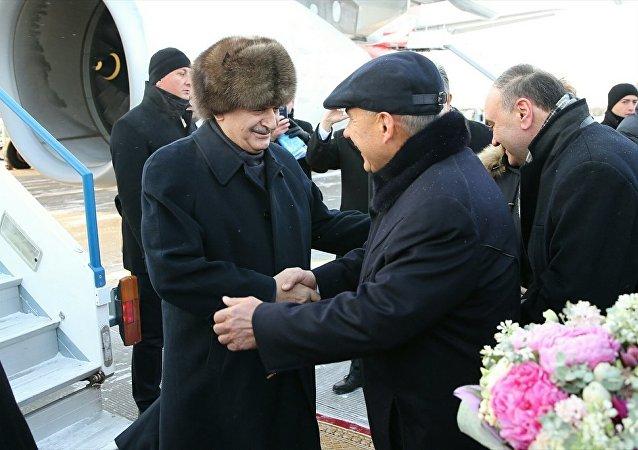 Başbakan Binali Yıldırım, özel uçak 'TUR' ile Rusya'ya bağlı Tataristan Özerk Cumhuriyeti'nin başkenti Kazan'a geldi. gelen Yıldırım'ı, Kazan Havalimanı'nda, Tataristan Cumhurbaşkanı Rüstem Minnihanov, karşıladı.