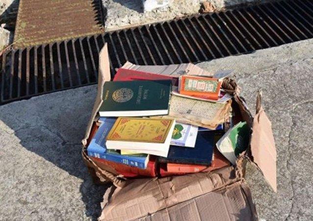 Tekirdağ'da yüzlerce dini kitap sahile vurdu