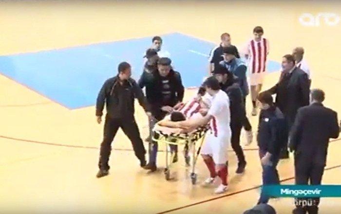 Azeri oyuncunun maç sırasında hayatını kaybetmesi kameraya yansıdı