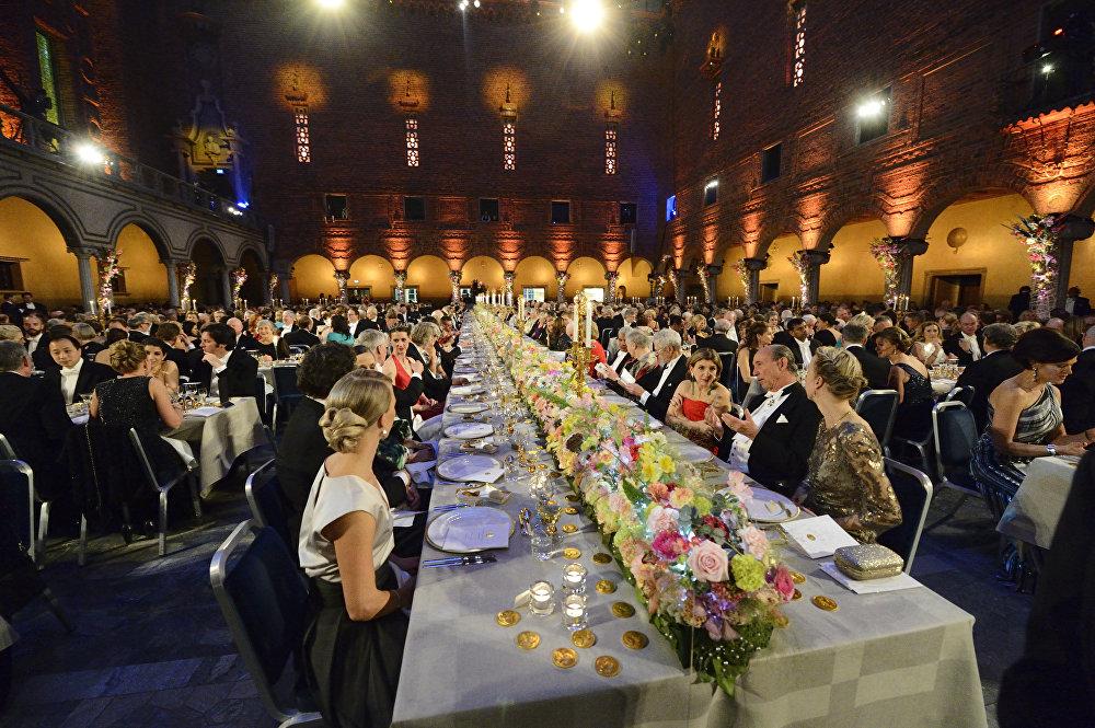8-Stockholm'deki gecede verilen ziyafetten bir kare