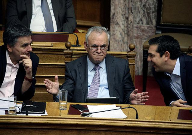 Aleksis Çipras - Yannis Dragasakis - Öklid Çakalotos