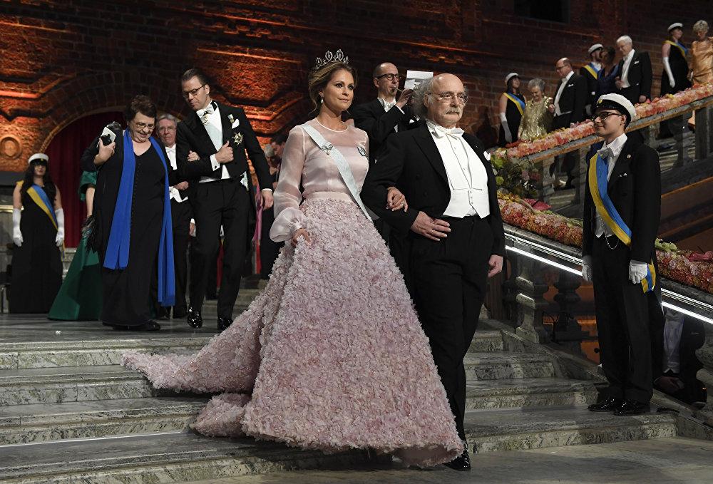 İsveç Prensesi Madeleine ve Nobel Fizik Ödülü'nün sahibi Stockholm'deki tören çerçevesinde verilen yemeğe katıldı.