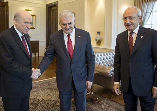 Başbakan Binali Yıldırım, CHP Genel Başkanı Kemal Kılıçdaroğlu ve MHP Genel Başkanı Devlet Bahçeli ile bir araya geldi.