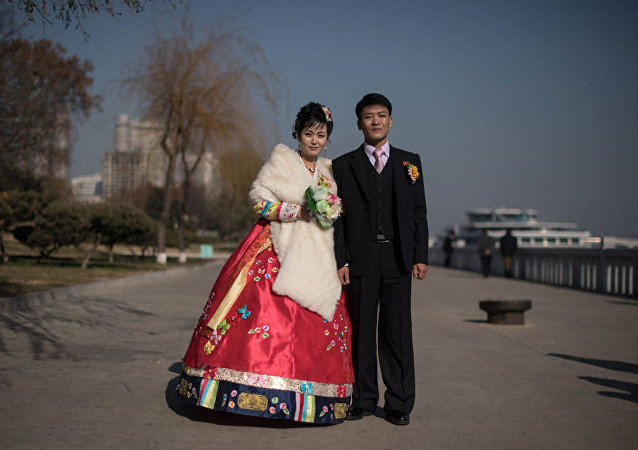 Foto muhabiri Ed Jones, Kuzey Kore'nin başkenti Pyongyang'da çektiği portrelerle ülkedeki insanlar ve günlük yaşama kısa bir bakış atma imkânı sundu.