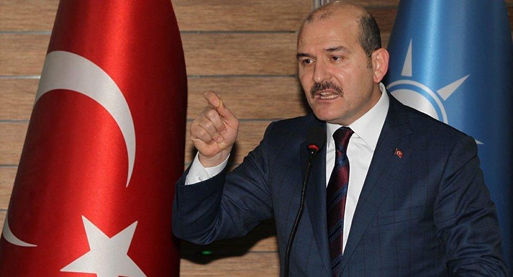 Çeşitli temaslarda bulunmak üzere Hakkari'ye gelen İçişleri Bakanı Süleyman Soylu (fotoğrafta), AK Parti Hakkari İl Başkanlığı'nı ziyaret etti.