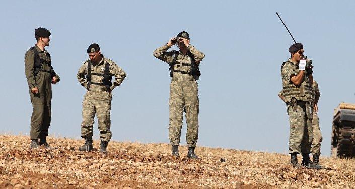 Suriye'de El-Bab ve Menbiç arasında bulunan Türk askerleri