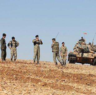 Suriye'de El Bab ve Menbiç arasında araştırma yapan Türk askerleri