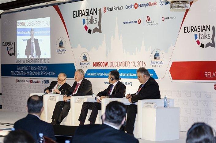 """""""Türk-Rus İlişkilerine Ekonomik Bakış"""" başlıklı bir panel"""