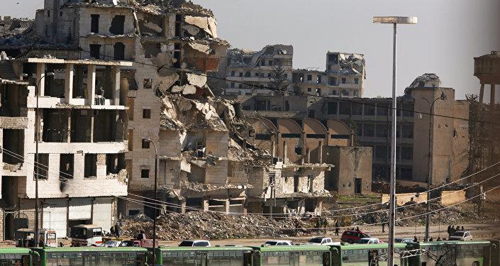 Militanlar ve siviller Halep'in doğusundan tahliye ediliyor