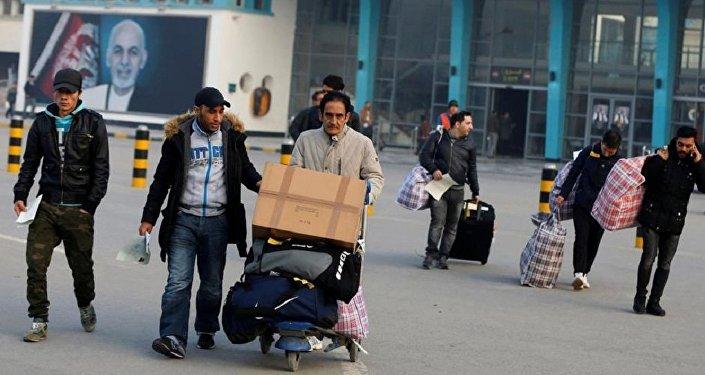 Almanya'dan sınırdışı edilen Afganlar