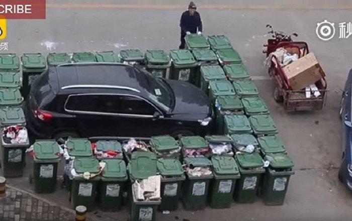 Çinli temizlikçiden çöp intikamı