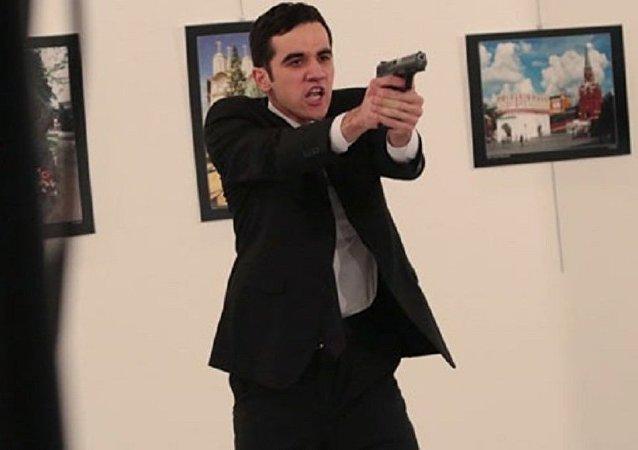 Büyükelçi Karlov'u öldüren ve polis olduğu belirtilen saldırganın yakından çekilmiş fotoğrafı
