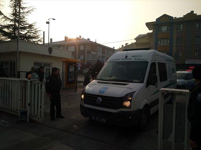 Silahlı saldırı sonucu öldürülen Rusya'nın Ankara Büyükelçisi Andrey Karlov'un cenazesi, Adli Tıp Kurumu'na götürüldü.