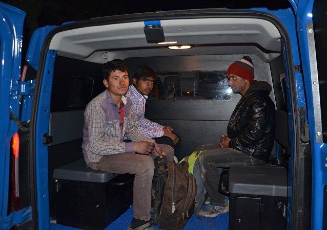 Yasa dışı yollardan Almanya'ya gitmek isteyen 3 Afgan, Tekirdağ'ın Hayrabolu ilçesine bırakıldı.