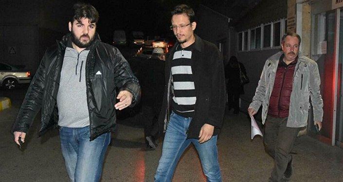 İzmir Cumhuriyet Başsavcılığı Terör ve Örgütlü Suçlar Bürosu Savcılığı tarafından yürütülen FETÖ/PDY, soruşturması kapsamında kapatılan Gediz Üniversitesine yönelik İzmir merkezli 4 ilde yapılan operasyonda aralarında profesörlerinde bulunduğu 14 kişi gözaltına alındı.
