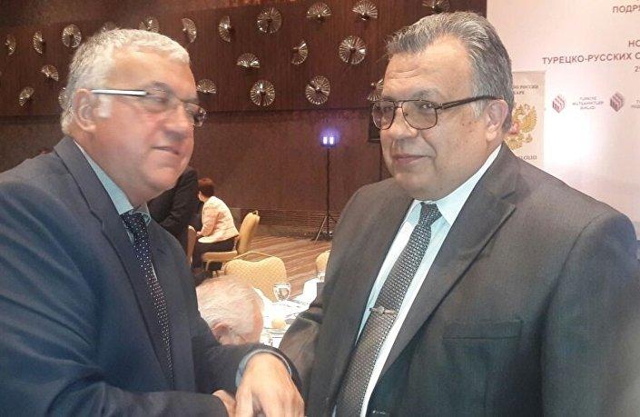 Moskova'da Türkçe yayımlanan Gazetem Ankara Temsilcisi Ahmet Temürtürkan, Büyükelçi Karlov'la.