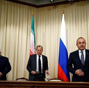 Dışişleri Bakanı Mevlüt Çavuşoğlu, İran Dışişleri Bakanı Muhammed Cevad Zarif ve Rusya Dışişleri Bakanı Sergey Lavrov