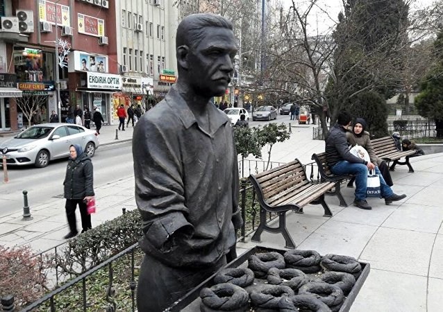 Çorlu'da simitçi heykeli