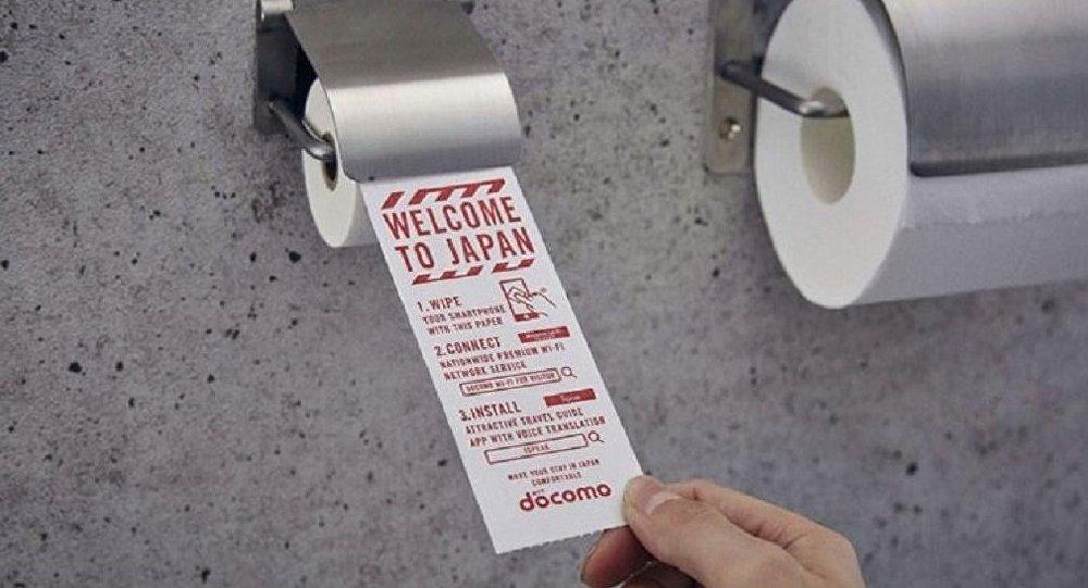 Havaalanındaki tuvaletlerde akıllı telefonlar için tuvalet kağıdı uygulaması