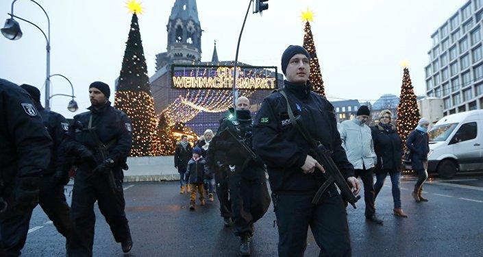 Berlin'de polis devriye geziyor