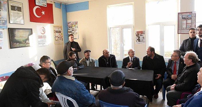 Kılıçdaroğlu, Uşak'ta halkın sorunlarını dinledi