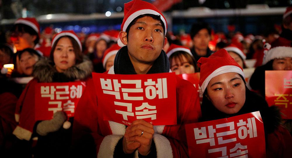 Güney Kore Devlet Başkanı'na 'Noel Baba protestosu'