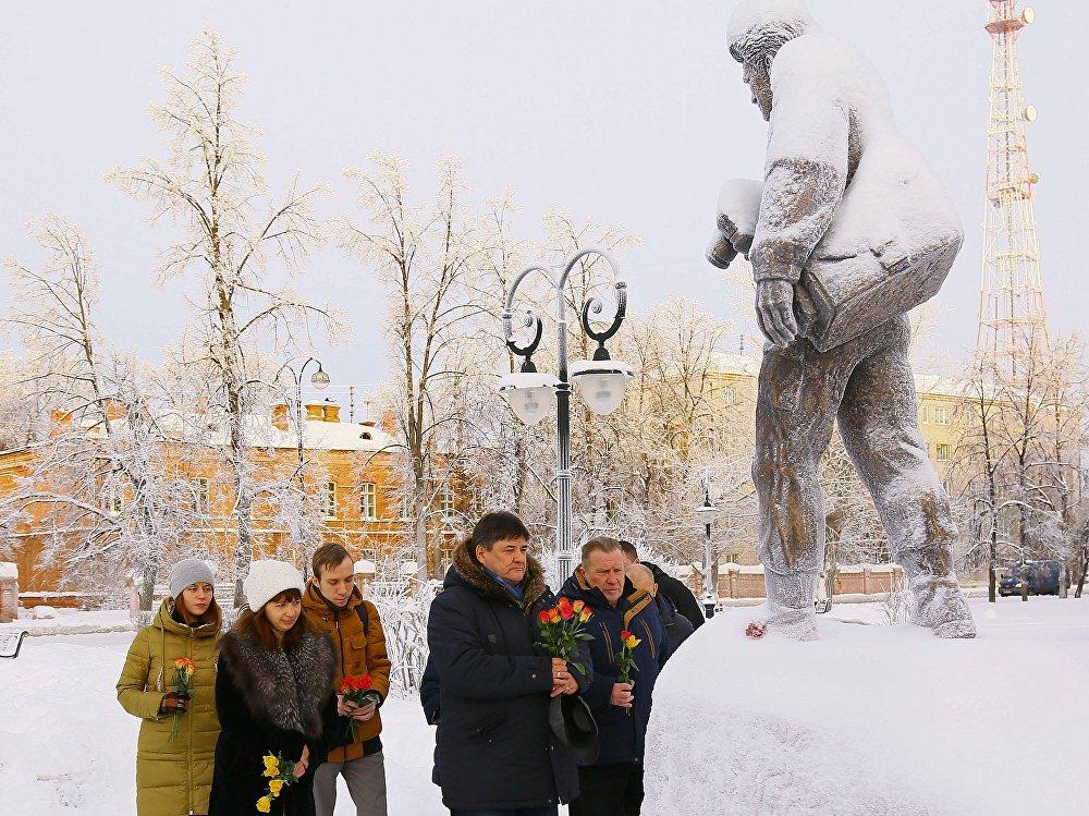 Tu-154 faciasında ölenler Rusya'nın Tobolsk kentinde de anıldı.