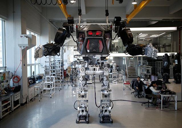 Doğal afetlerde kurtarma çalışmalarında kullanılması için Güney Kore'de geliştirilen 'METHOD-2' isimli insanlı robot