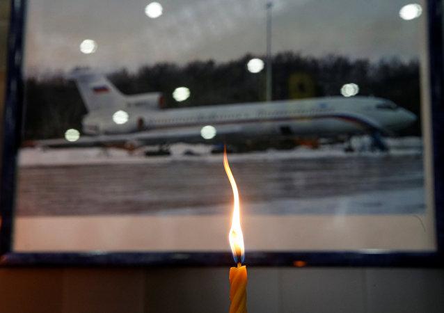Soçi'den kalkmasının ardından Karadeniz'e düşen Rus askeri uçağında hayatını kaybedenler için birçok yerde anma düzenlendi.