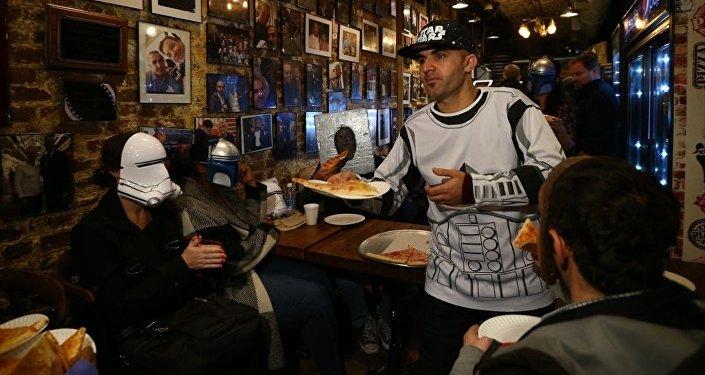 ABD'de, Diyarbakırlı 'şampiyon' pizzacı, 'Prenses Leia' için pizza dağıttı