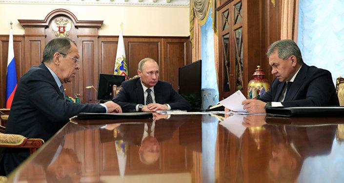 Rusya Devlet Başkanı Vladimir Putin, Rusya Dışişleri Bakanı Sergey Lavrov ve Rusya Savunma Bakanı Sergey Şoygu
