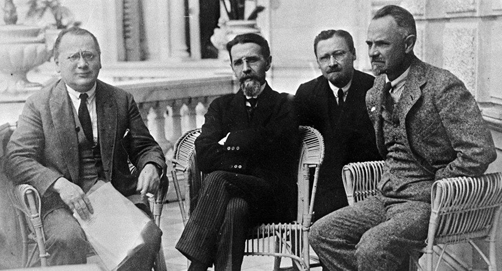 Sovyet diplomalar M.Litvinov,V.Vorovskoy,S.Pilyavskiy,L.Krasin.