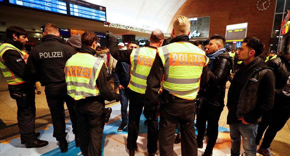 Kölnde bir yeni yıla daha taciz skandalıyla girmemek için yüzlerce Kuzey Afrikalıya yakın takip
