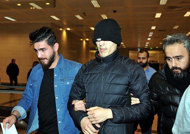 İstanbul Atatürk Havalimanı'nda Reina saldırısıyla ilgisi olduğu belirtilen yabancı uyruklu 2 kişi gözaltına alındı.