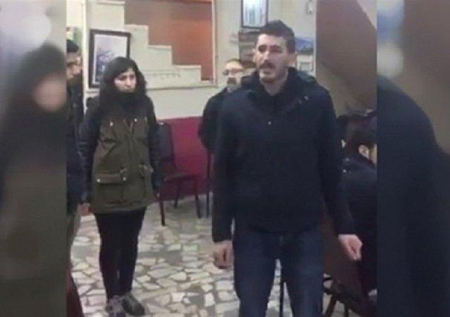 Okmeydanı'ndaki bir kahvehanede yapılan konuşmanın görüntüsü