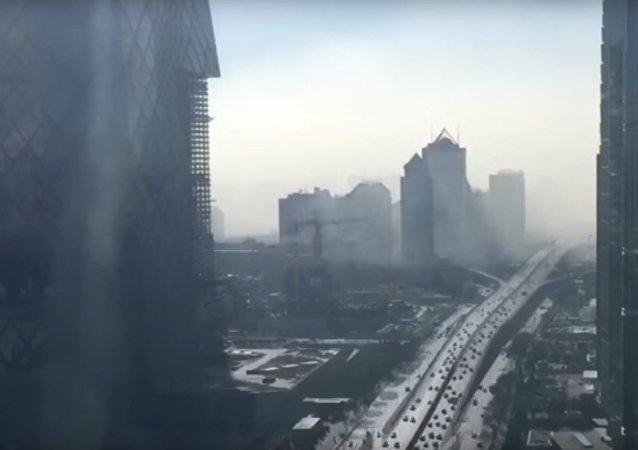 Pekin'i 12 saniyede kirli hava tabakası kapladı