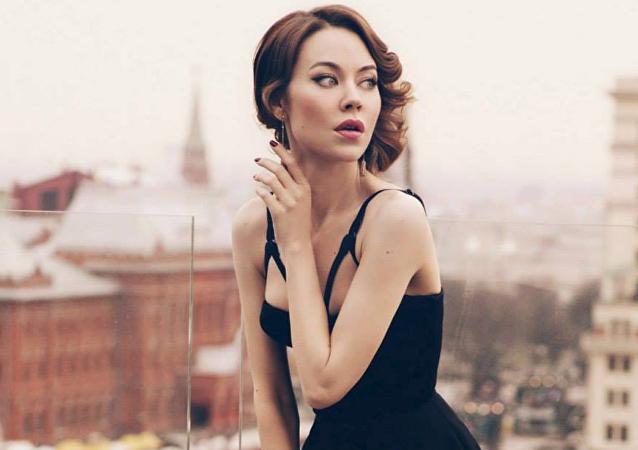 Moda dünyasının 'görmezden gelmenin mümkün olmayan ismi' Rus tasarımcı Ulyana Sergeyenko, kendi markasını yarattığı 2011'den bu yana çok sayıda ünlünün 'gardırobuna girdi.'