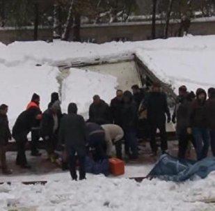 Cami tentesi namaz kılan cemaatin üzerine çöktü: 2 ölü 23 yaralı