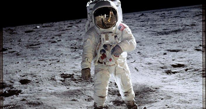 Apollo 11 görevi sırasında Ay'ın yüzeyinde yürüyen ABD'li astronot Buzz Aldrin
