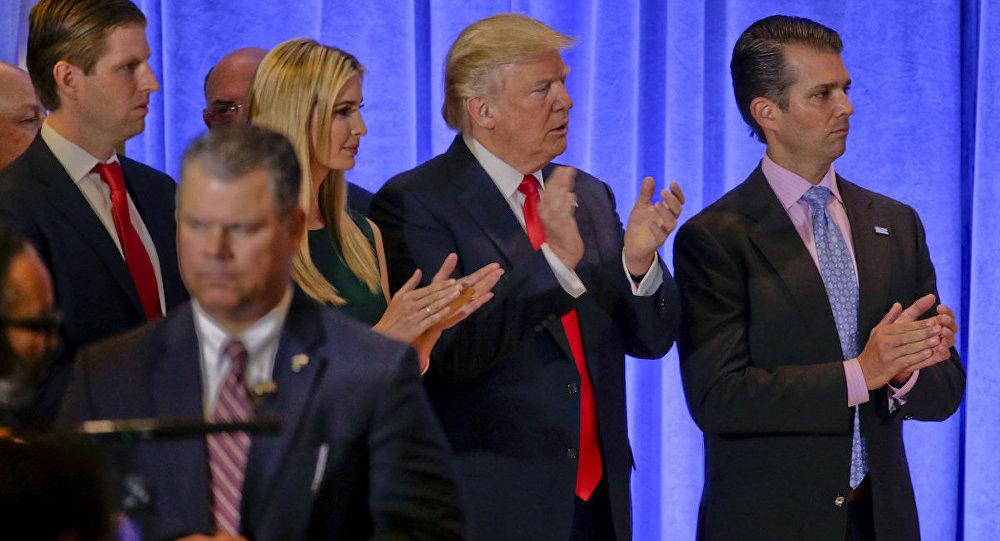 Donald Trump, çocukları Eric, Ivanka ve Donald Jr. ile birlikte