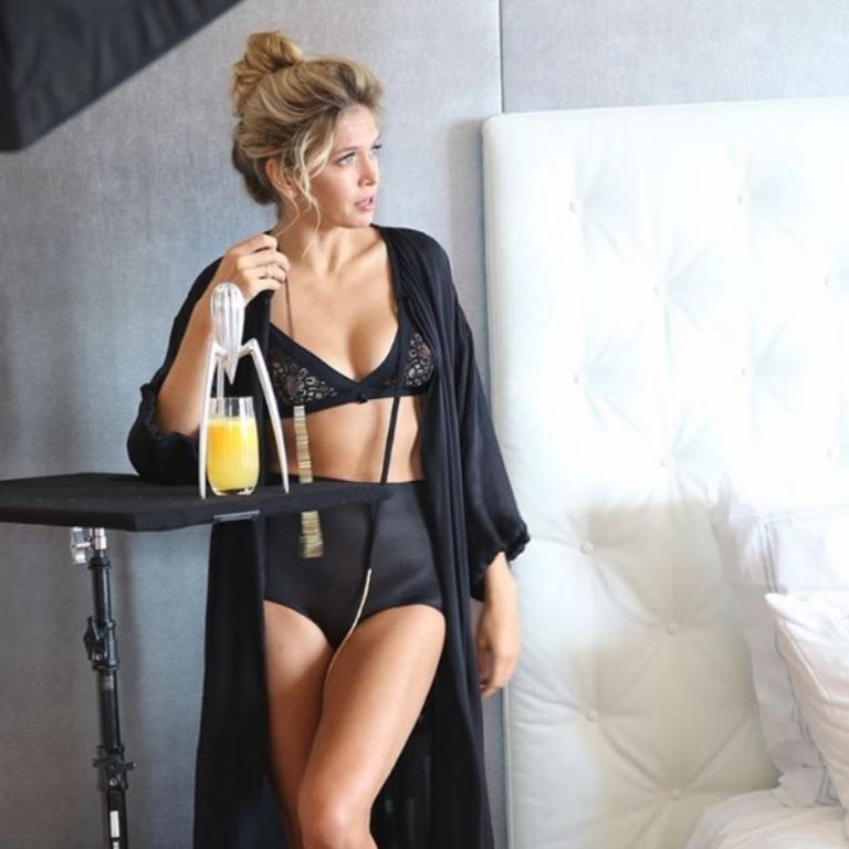Instagram üzerinde 6 milyon takipçisi olan ve dikkat çeken fotoğraflarıyla bilinen Brejneva, Rusya'nın en öne çıkan başka güzellerini de geride bıraktı.