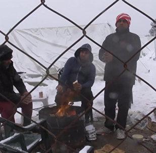 Selanik mülteci kampındaki sığınmacılar dondurucu soğukla karşı karşıya