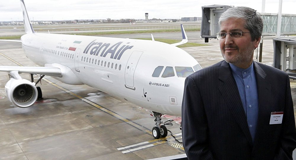IranAir Genel Müdürü Ferhad Pervereş ve teslim alınan ilk Airbus A321 yolcu uçağı