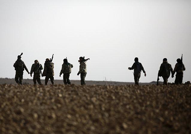 Suriye'de IŞİD ile savaşan YPG'nin başını çektiği DSG (Demokratik Suriye Güçleri)