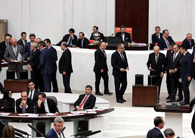 AK Partili vekille, muhalefet vekilleri arasında sevgi diyaloğu