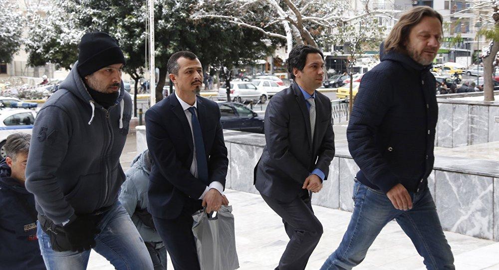 Darbe girişiminden bir gün sonra Yunanistan'ın Dedeağaç kentine izinsiz iniş yapan helikopterdeki sekiz darbeci asker Yüksek Mahkeme'de hakim karşısına çıktı / 1. gün