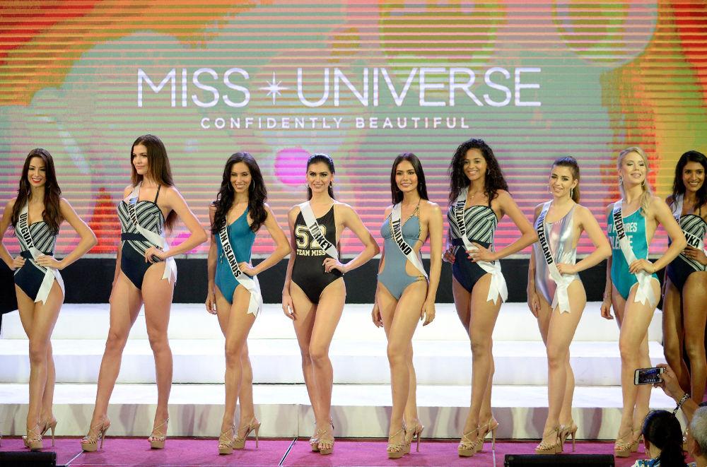 Filipinler'de Kainat Güzeli adayları bikini turunda yarıştı