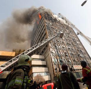 Plasku, Tahran'daki binalar arasında simgesel bir nitelik taşıyordu.